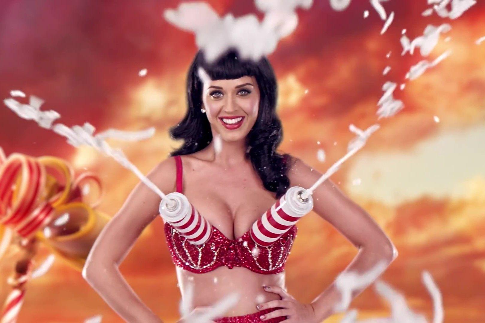 Sambil Nostalgia, Ini Video Klip Jadul Katy Perry dengan Baju Terseksi