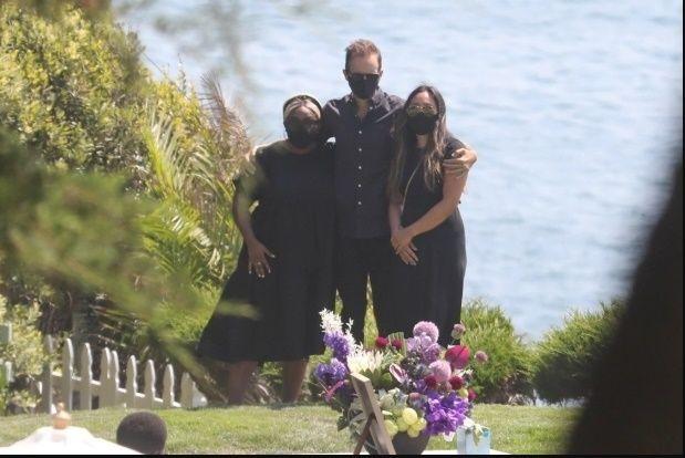 Penuh Haru, Ini 8 Foto dari Pemakaman Upacara Chadwick Boseman