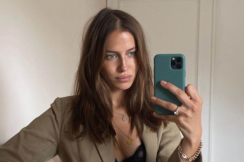 Gaya Nicole Poturalski, Pacar Baru Brad Pitt yang Seksi Banget!