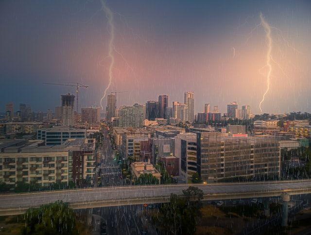 Wajib Mematikan Perangkat Elektronik Ketika Hujan Petir, Benarkah?