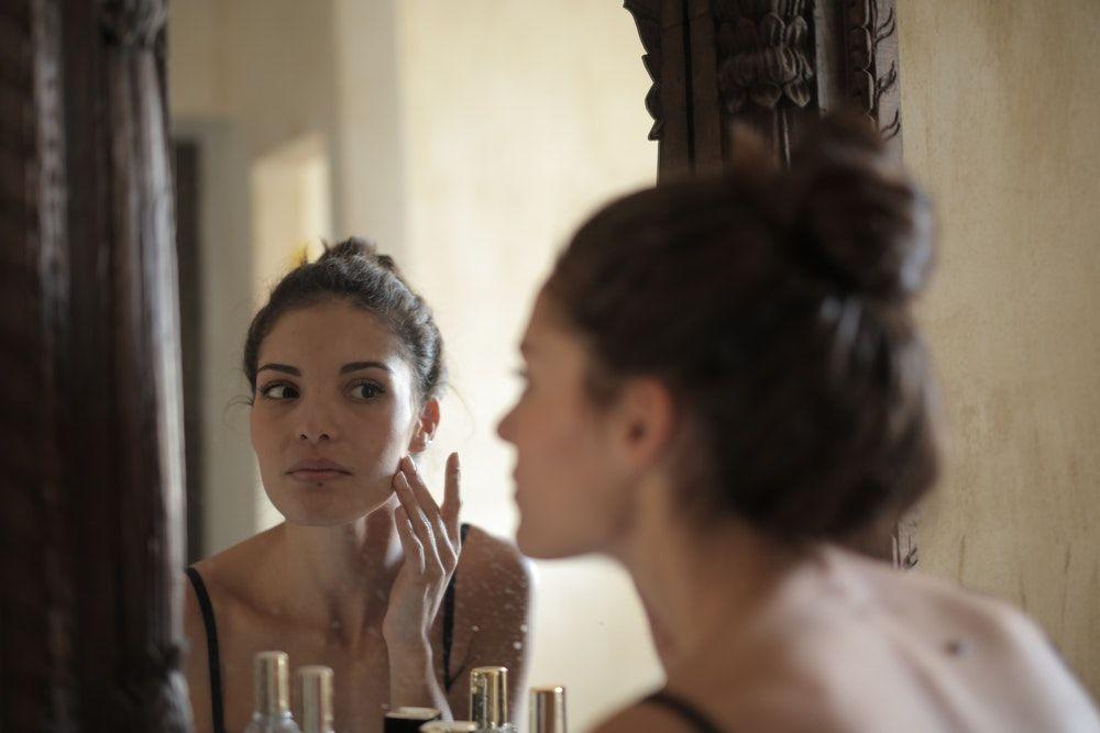 Jangan Panik! Ini 9 Tips Mudah Atasi Jerawat di Bokong