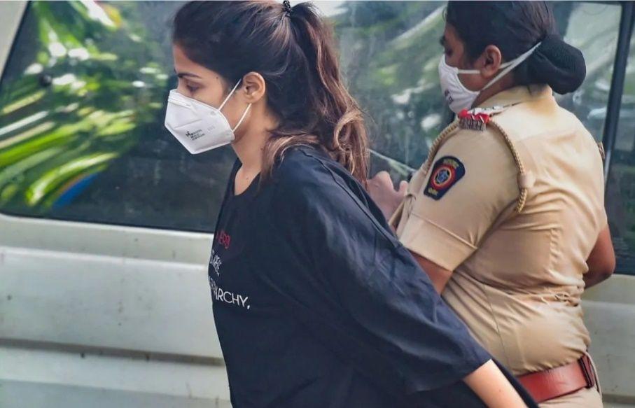 5 Fakta Kasus Penangkapan Rhea Chakraborty yang Hebohkan Publik