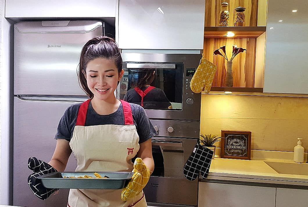 Menikah di Usia 40, Ini Rekam Jejak Chef Marinka yang Inspiratif