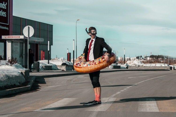 10 Potret Kocak Tertangkap Basah di Jalan yang Bikin Malu Maksimal