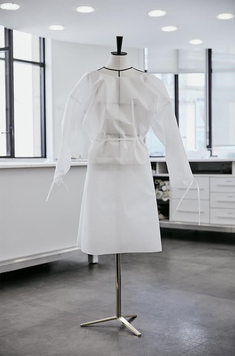 Louis Vuitton Produksi Face Shield Fancy untuk Cegah Virus Corona