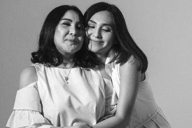 Potret Kedekatan 5 Artis Transgender Sang Mama, Manis Banget