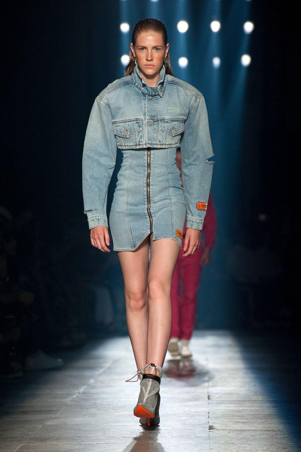 Deretan Pakaian Khas Era 70an yang Kembali Hits di Tahun Ini