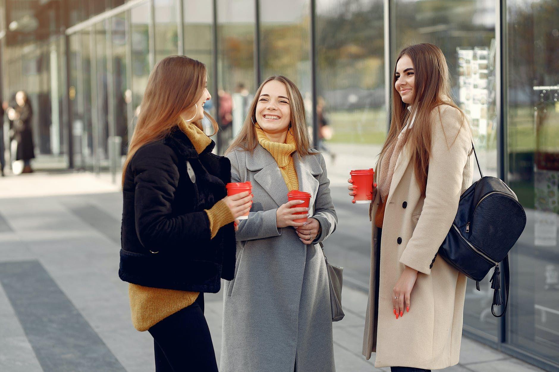 6 Perubahan yang Pasti Terjadi dalam Hubungan Pertemanan di Usia 20-an