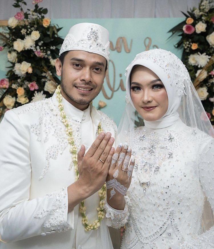 Hamil, 10 Potret Mesra Ana Riana 'Tukang Ojek Pengkolan' dan Suami