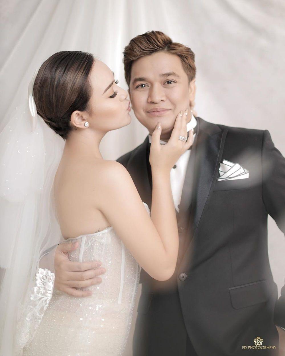 9 Gaya Pemotretan Mesra Amanda Manopo & Billy Syahputra, Pre-Wedding?