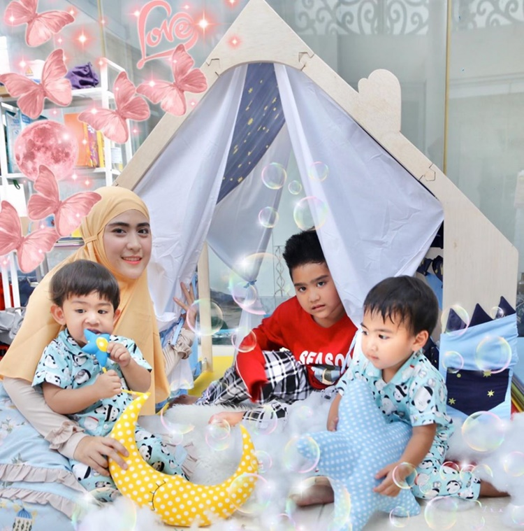 9 Potret Manis Keluarga Ustaz Solmed & April Jasmine, Panutan Netizen!