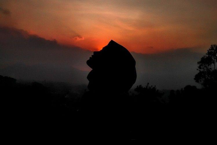 """Lirik """"Allahul Kahfi"""", Selawat Pelancar Rezeki yang Viral di TikTok"""