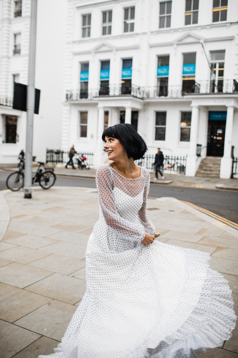 Tips Memilih Baju ke Pernikahan Mantan, Classy dan Manis!
