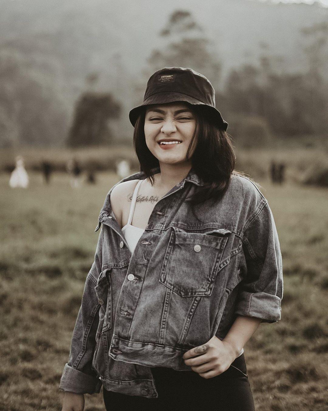 7 Fakta Menarik Penyanyi yang Jadi Mualaf, Nathalie Holscher