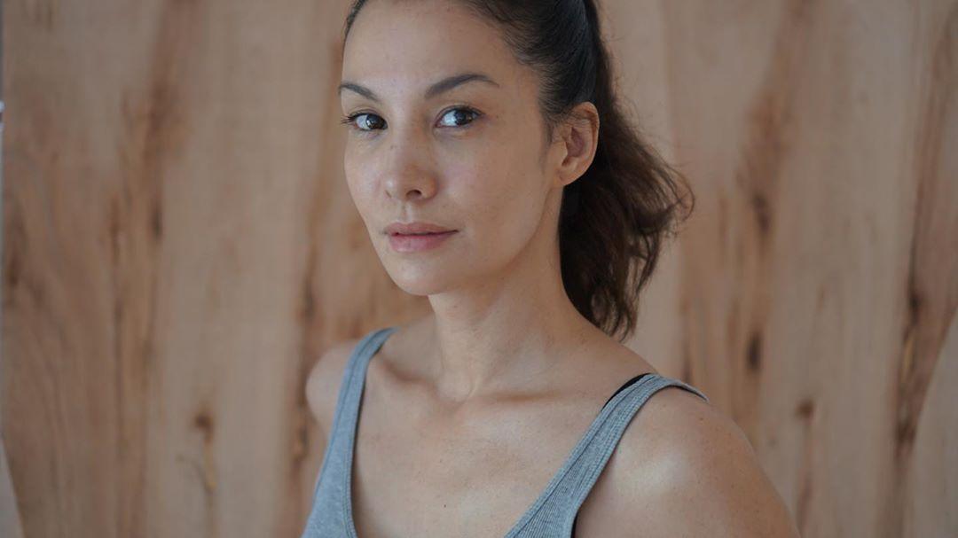 Pesona Nadya Hutagalung yang Masih Awet Muda di Usia 40an