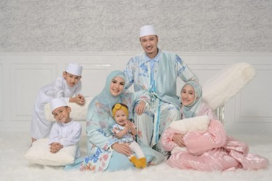 Jadi Ibu Sambung, Intip 10 Potret Hangat Kartika Putri Keluarga