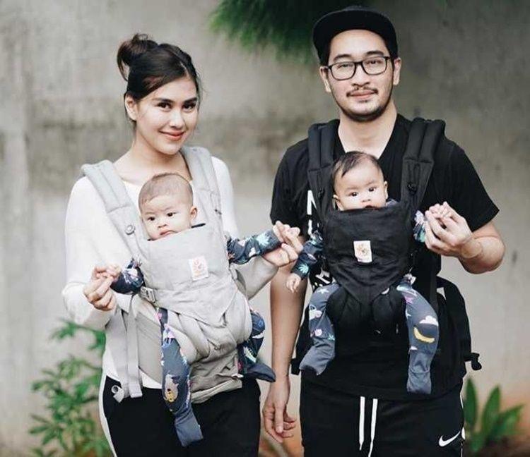 Selalu Romantis, 10 Potret Hangat Keluarga Syahnaz dan Jeje 'Govinda'