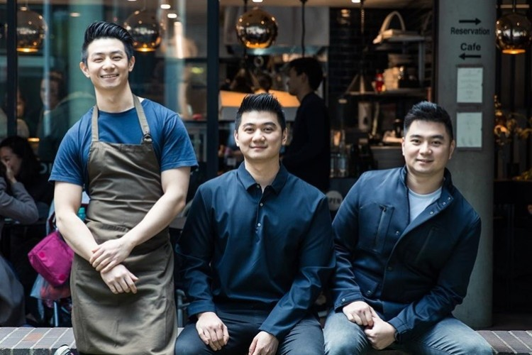 Keren dan Jago Masak, Ini 9 Bukti Kekompakan Chef Arnold Bersaudara