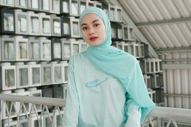 Gaya Hijab Sehari-hari a La Dinda Hauw Bisa Kamu Tiru