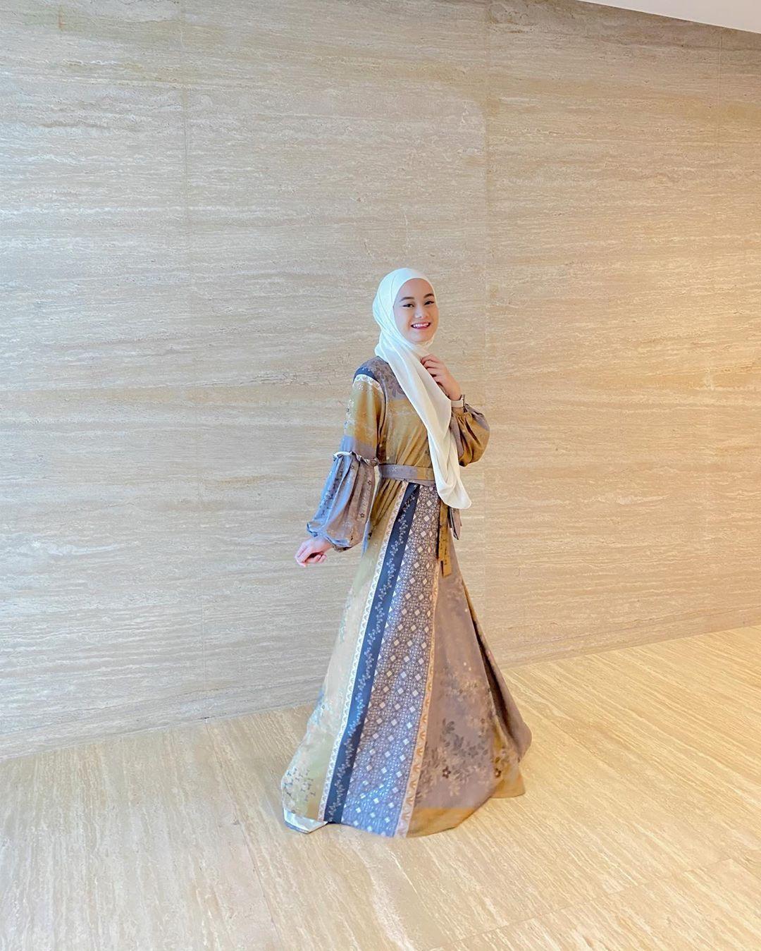 Gaya Hijab Sehari-hari a La Dinda Hauw yang Bisa Kamu Tiru