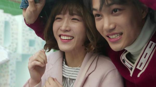 Dikelilingi Banyak Aktor Ganteng, Ini 5 Artis Korea Paling Beruntung