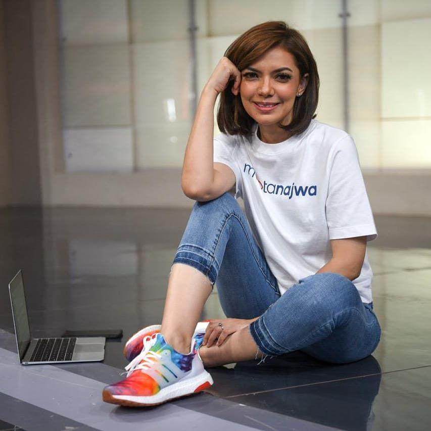 Bocoran Harga Sneakers Favorit Najwa Shihab, Ada Brand Lokal Juga Lho!