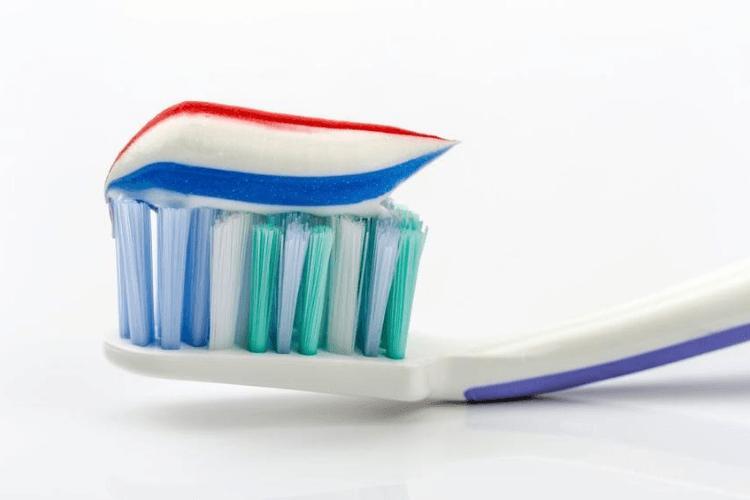 Nggak Nyangka, 7 Kebiasaan Ini Ternyata Bisa Merusak Gigi
