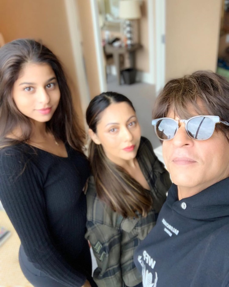 Ayah Penyayang, Intip 9 Potret Kedekatan Shah Rukh Khan dan Putrinya