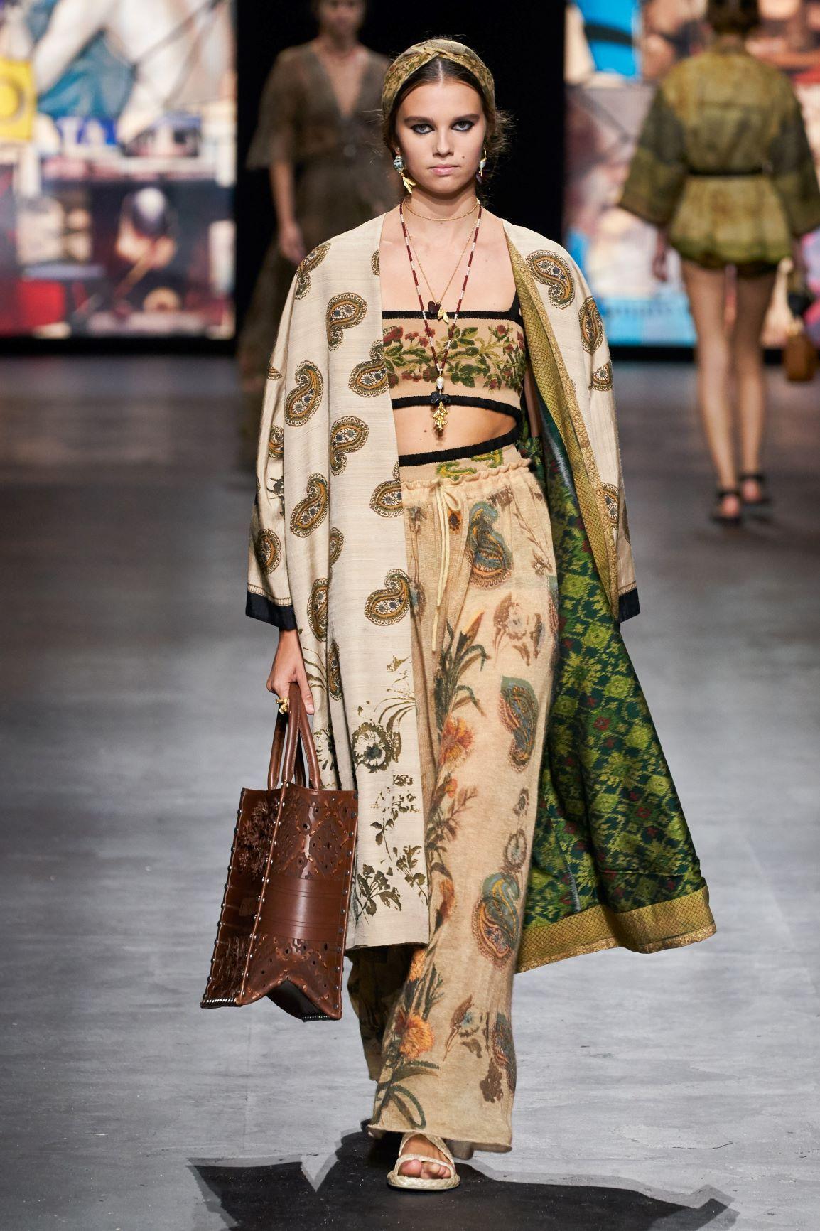 Dior Tampilkan Kain Endek Bali di Koleksi Terbaru Spring 2021