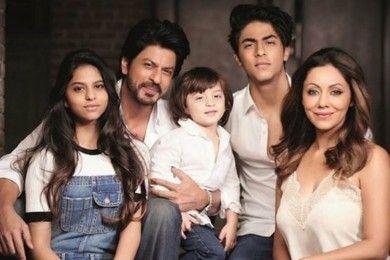 Ayah Penyayang, Intip 9 Potret Kedekatan Shah Rukh Khan Putrinya