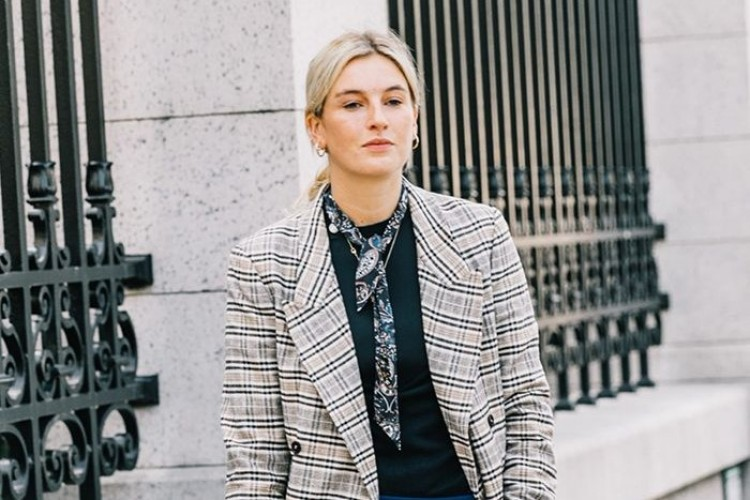 Tips Memilih Pakaian untuk Interview Online