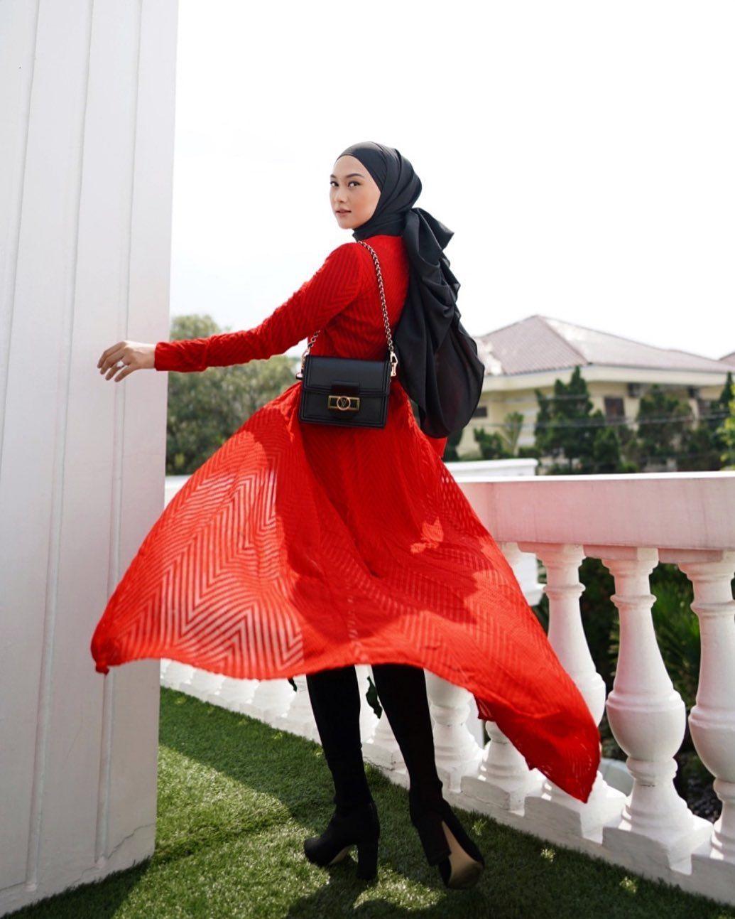 Tiru Gaya Hijab Color Block Layaknya Selebgram Indonesia