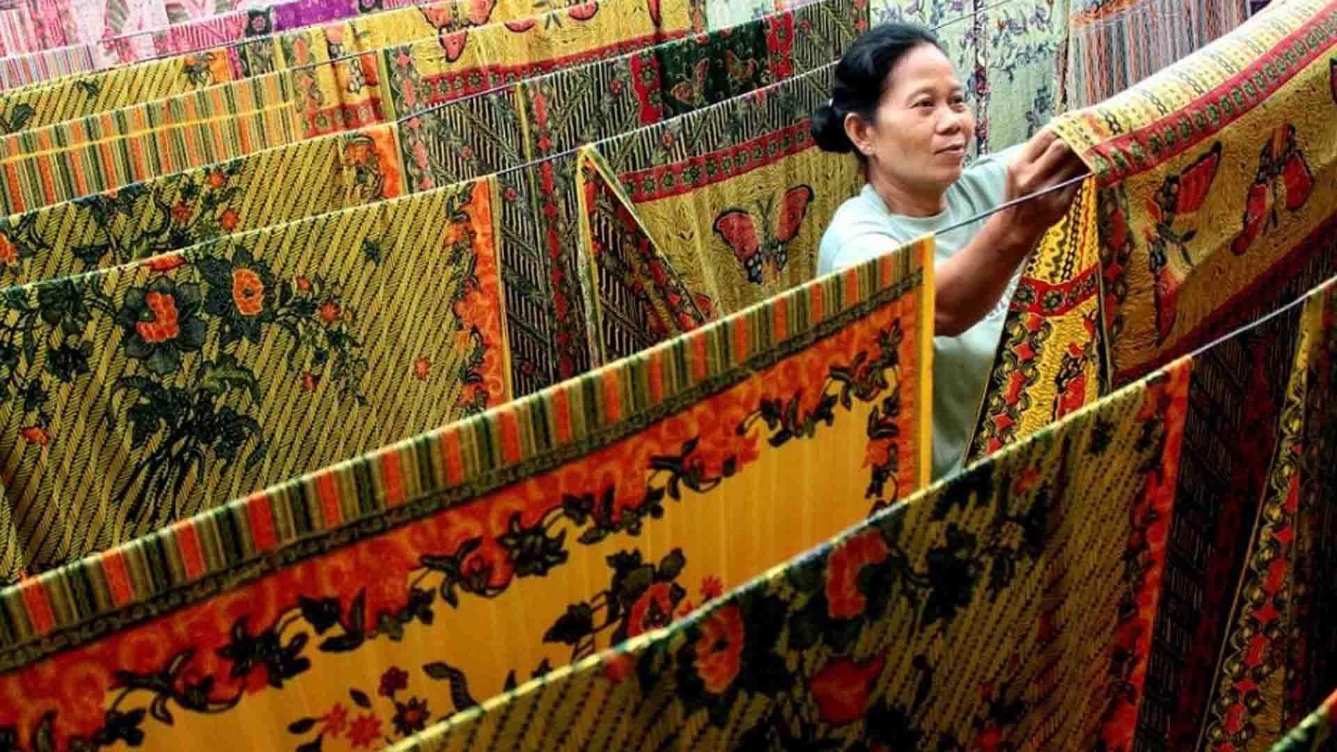 Supaya Nggak Cepat Luntur, Begini Cara Mencuci Kain Batik yang Benar