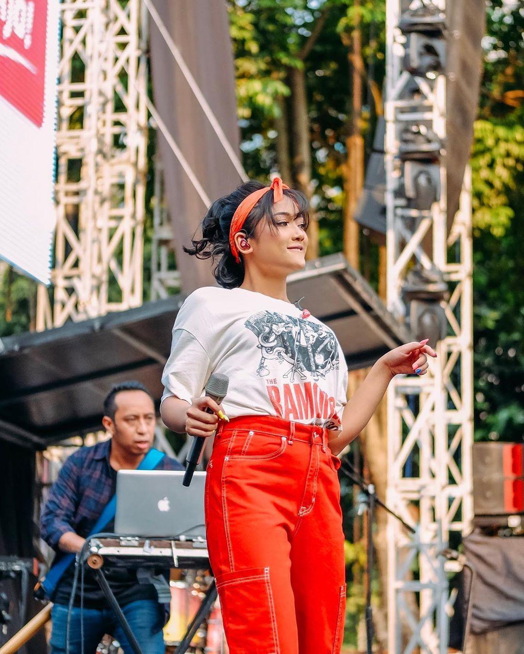 Adu Gaya Para Artis Indonesia saat Pakai Bandana