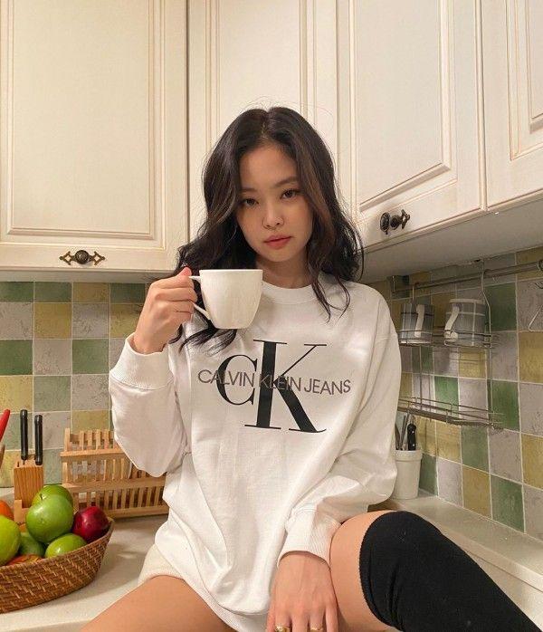Tips Pakai Baju Lengan Panjang ala Jennie Blackpink