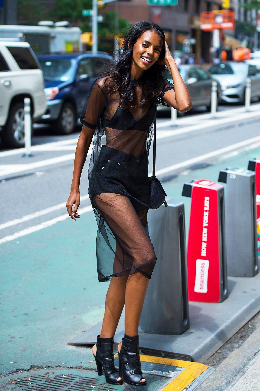 Tips Memilih Pakaian untuk Kulit Berwarna Gelap
