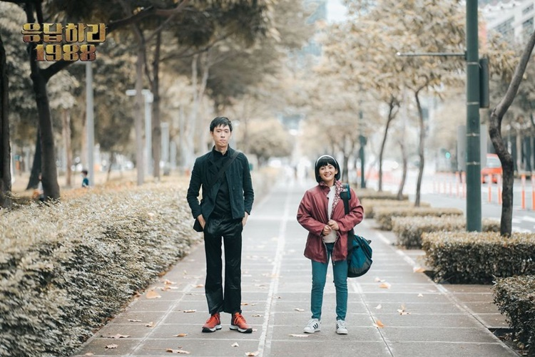9 Foto Pre-Wedding a la KDrama 'Reply 1988', Bikin Nostalgia!