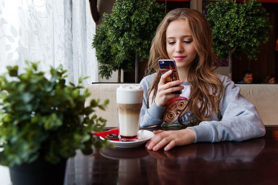 10 Dampak Negatif Internet yang Nggak Kamu Sadari