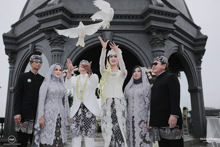 Dipinang Pembalap, 9 Foto Akad Nikah Atries Angel dengan Adat Sunda