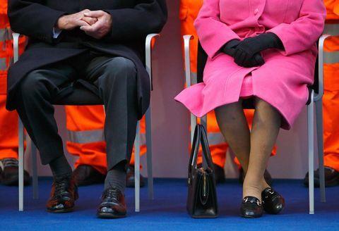 5 Kode Rahasia yang Disampaikan Ratu Elizabeth Lewat Tas Tangannya