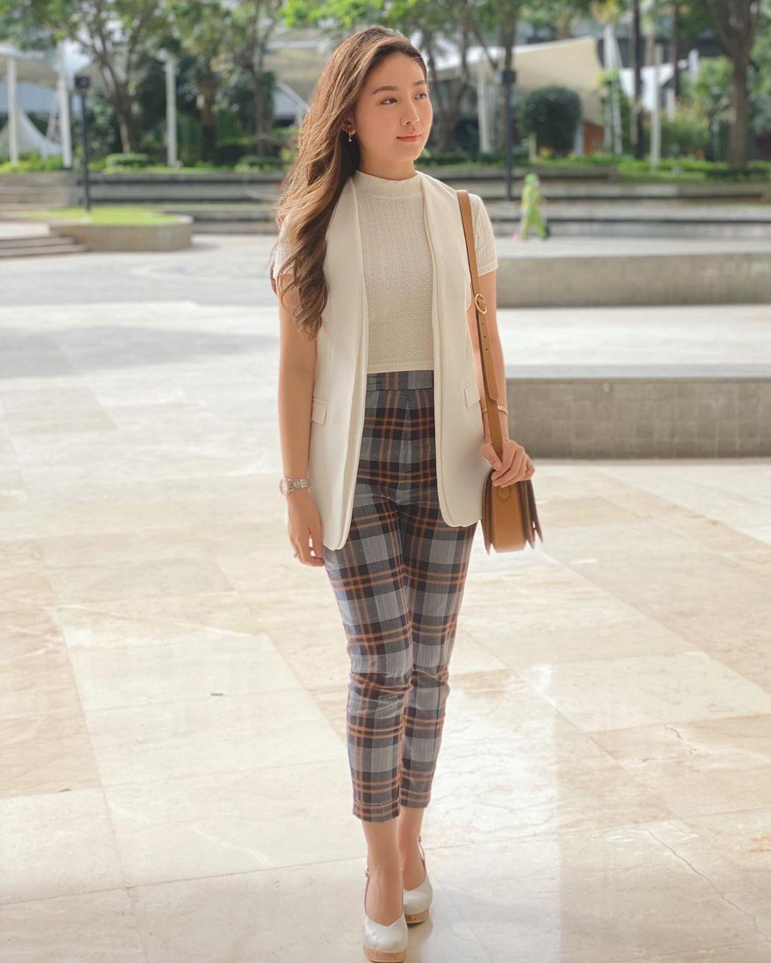 Mix N Match Outfit Warna Putih a La Natasha Wilona