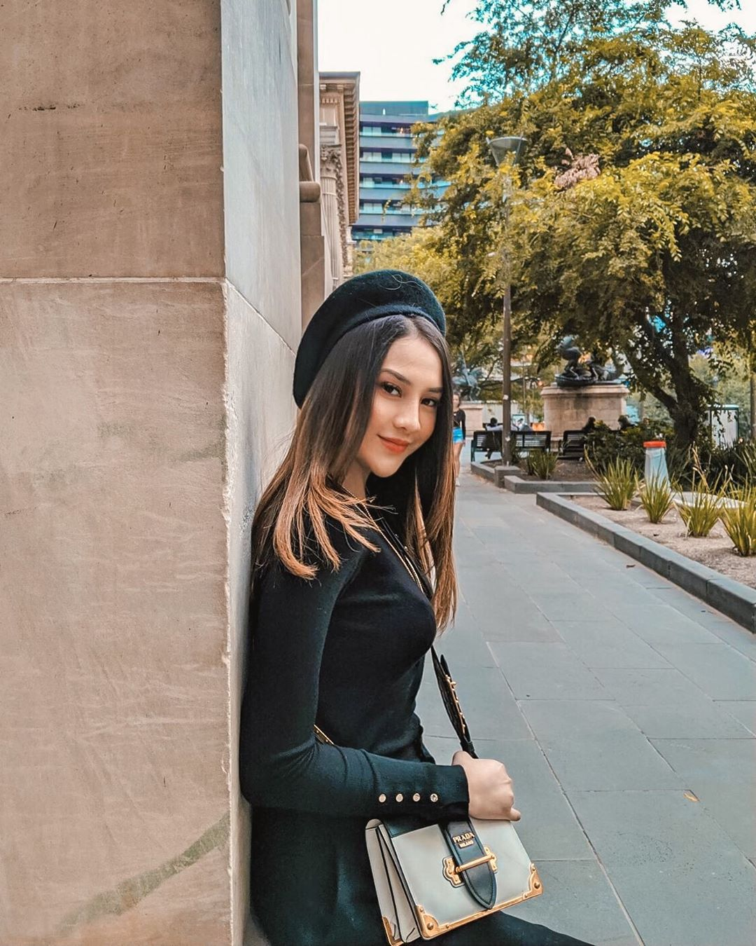Inspirasi Pakai Topi dari 8 Selebriti Indonesia, Fashionable Banget!