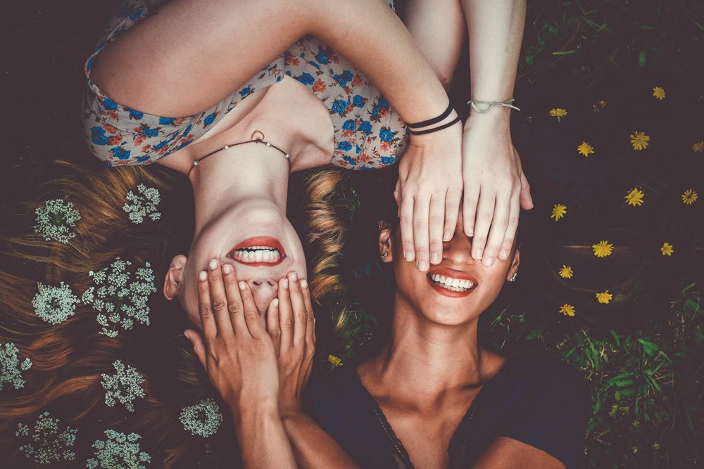 8 Ciri-ciri Teman Posesif yang Kadang Kamu Nggak Sadari