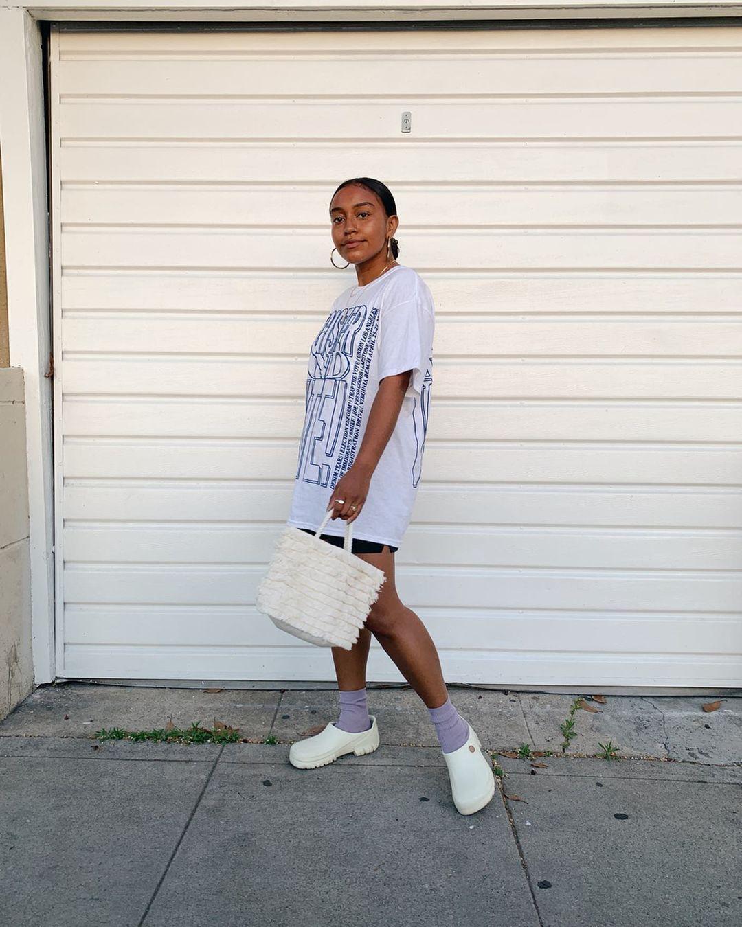 Tips Tampil Chic Padu-padan Sandal dan Kaus Kaki untuk Sehari-hari