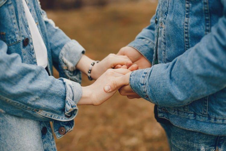 10 Puisi Cinta LDR untuk Mengobati Rindu Pada Pasangan