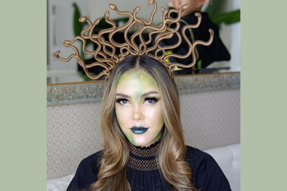Deretan Makeup Look a la Cathy Sharon yang Unik dan Menawan