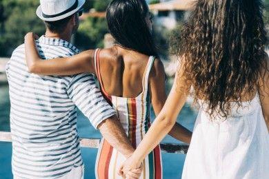3 Zodiak Bisa Jatuh Cinta ke Dua Orang Sekaligus