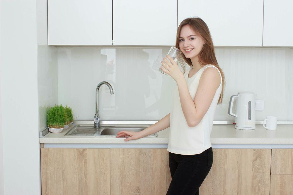 Pahami Prosedurnya, 5 Tips Wujudkan Body Goals dengan Minum Air Putih