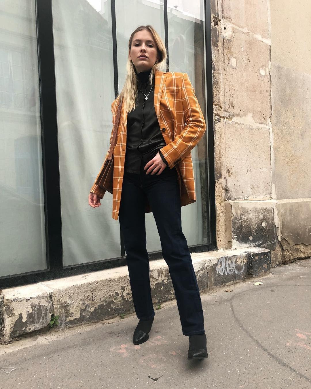 Ini Gaya Camille Razat yang Ikut Viral karena Peran di Emily in Paris