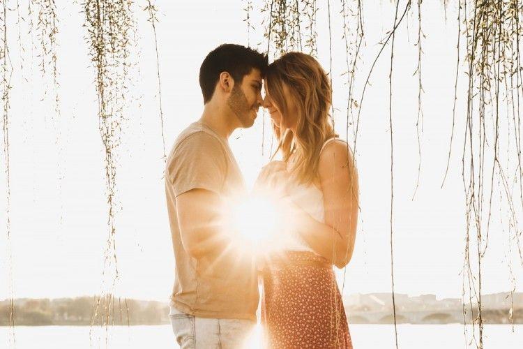 5 Zodiak yang Diprediksi Makin Mesra dengan Pasangan di Oktober 2020